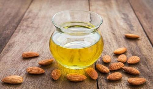 Bitter-Almond-oil
