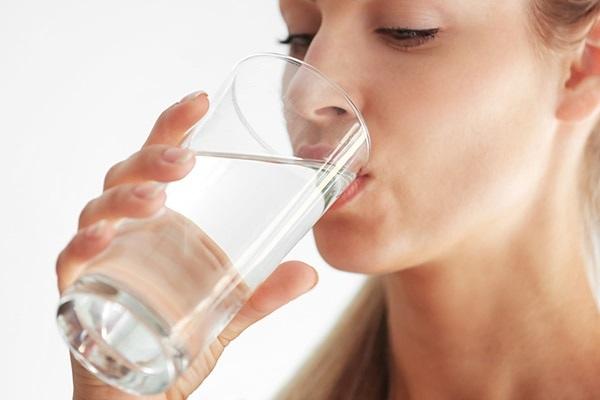 نوشیدن آب و خشکی پوست